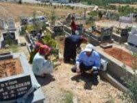 Gaziantep'te arife günü mezarlıklar ziyaret edildi