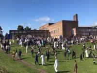 İngiltere'de bayramlaşan Müslümanlara saldırı