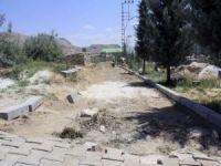 Van'da mezarlıkta çevre düzenlemesi
