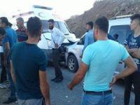 Yaralı almaya giden ambulansla yaralı taşıyan araç çarpıştı