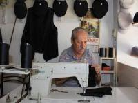 60 yıldır el emeği ile 8 köşe şapka üretiyor