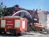Bingöl'de 70 metruk yapı yıkıldı
