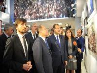 """""""Yüreğimize Sığınanlar"""" Fotoğraf Sergisini Akdağ ve Çavuşoğlu açtı"""