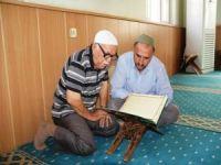 75 yaşındaki emekli öğretmenin Kur'an'ı öğrenme aşkı
