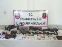 Diyarbakır'da mühimmat ve 60 bin 640 kök kenevir ele geçirildi