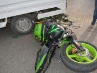 Kamyonet ile motosiklet çarpıştı: Bir ağır yaralı