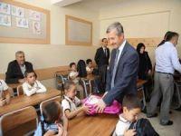 Gaziantep'te öğrencilere kırtasiye yardımı yapıldı