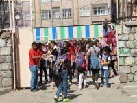 Surlu öğrencilerden okul nakline tepki