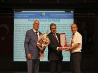 Türk Fizik Derneği Onur Ödülü Prof. Dr. Nihat Berker'in