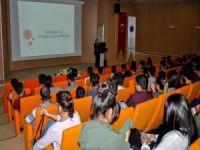 """Prof. Dr. Aksoy: """"Gençlerimiz Akıllı Cihaz Tehditti Altında"""""""