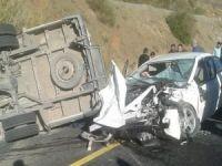 Öğrenci servisi ile otomobil çarpıştı: ölü ve yaralılar var!