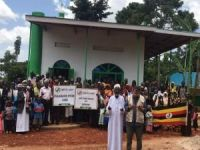 Avrupalı Müslüman gençler Uganda'da cami inşa etti