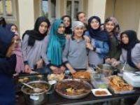 İmam Hatipli öğrenciler Arakanlılar için kermes düzenledi