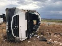 Lice'de öğretmenleri taşıyan minibüs devrildi: 2'si ağır 10 yaralı