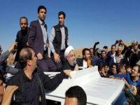Ruhani, deprem bölgesinde incelemelerde bulundu