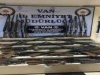 Van'da çok sayıda av tüfeği ve tıbbi ilaç ele geçirildi
