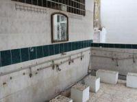 Hırsızlar caminin musluklarını çaldı