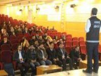 İmam ve öğretmenlere uyuşturucu ile mücadele semineri