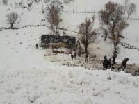 Yolcu otobüsü faciası: 6 ölü 30 yaralı