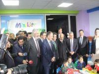 Çevre ve Şehircilik Bakanı Özhaseki minik öğrencilere karne dağıttı