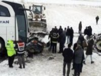 Yolcu otobüsü ile otomobil çarpıştı: Bir ölü 4 yaralı
