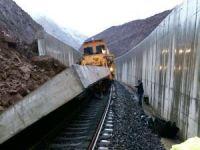 Yapımı devam demiryolunda kaza