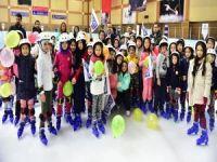 İBB'nin 'Karneni getir, buzda kay' etkinliğinden 10 bin 330 öğrenci faydalandı