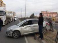 Yoldaki kazaya bakarken aynı yerde ikinci kazaya sebep oldu