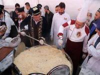 20 Bin Kişi Türkistan Pilavına Akın Etti