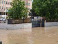 Kısa süreli yağış su gölet oluşturdu