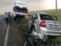 TIR ile otomobil çarpıştı: 3 ölü