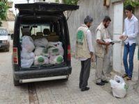 Umut Kervanı Hilvan'da Ramazan kumanyası dağıttı