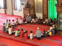 """""""Sizin en hayırlınız Kur'an-ı öğreneniniz ve öğreteninizdir"""""""