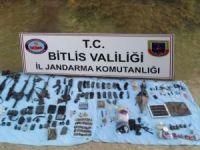 Bitlis'te PKK'ya ait patlayıcı ve mühimmat ele geçirildi