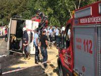 Tarım işçilerini taşıyan minibüs devrildi: 3 ölü, 30 yaralı
