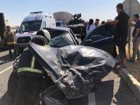 Otomobil kamyona çarptı: 4 yaralı
