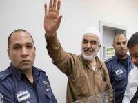 İşgal rejiminin sözde mahkemesi Şeyh Raid Salah'ın hücre hapsi süresini uzattı