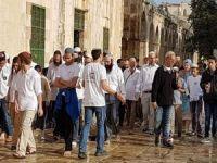 Yüzlerce Siyonist Mescid-i Aksa'ya baskın düzenledi