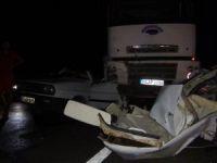 Kamyon otomobili ezdi: 1 yaralı