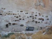 Asırlar öncesine ait yüzün üzerinde mağara bulundu