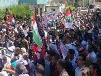 Binlerce Filistinli Mülteci UNRWA'yı protesto etti 