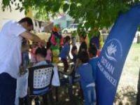 Köy çocuklarına bayram tıraşı jesti