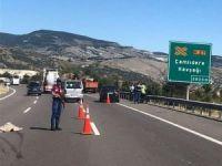 Karayolları işçilerine otomobil çarptı: 2 ölü