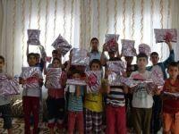 Namaz eğitimde derece yapan çocuklara hediye