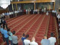 Siirtliler bayram namazı için camileri doldurdu