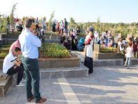 """Gaziantepliler: """"Mezarlıkları sadece arefe günleri değil devamlı ziyaret etmeliyiz"""""""