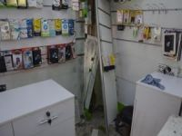 Batman'da hırsızlar telefon dükkânını soydu