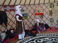 Pamir Kırgızları açtıkları çadırla obaya renk kattı