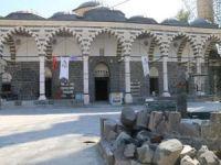 Çatışmaların hedefi olan Kurşunlu Camii üzüntüye boğdu