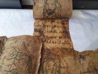 Monitörün içine gizlenen tarihi incil ele geçirildi